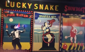 tema sirkus ular beruntung