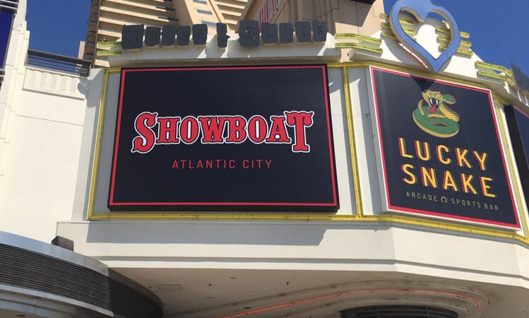 lucky snake showboat signs